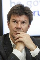Le libéral flamand Sven Gatz admet des tensions avec les instances nationales de son parti