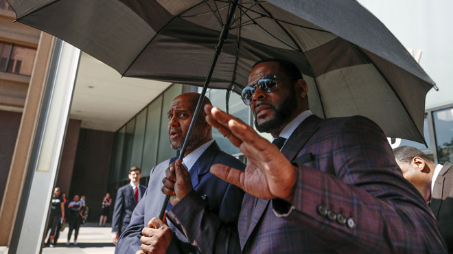 R. Kelly plaide non coupable et reste en prison