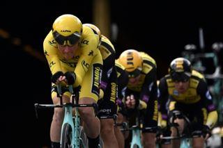 Tour de France- la combinaison jaune se met au niveau