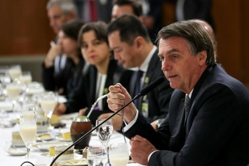 Brésil: Bolsonaro campe sur ses positions devant la presse étrangère