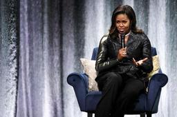 En pleine controverse, Michelle Obama défend la