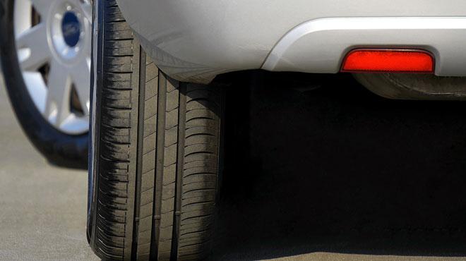 Un accident sur 7 est causé par l'éclatement d'un pneu sur la route: