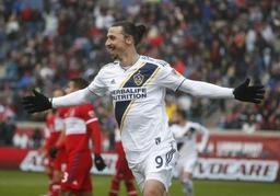 Le Los Angeles Galaxy remporte le derby grace à un triplé d'Ibrahimovic