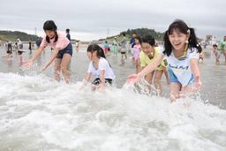 La plage de Fukushima rouverte aux baigneurs 8 ans après la catastrophe nucléaire