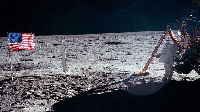Les vidéos originales des premiers pas sur la Lune vendues pour 1,6 million d'euros