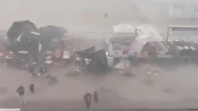 Images impressionnantes: une tempête surprend les clients d'une terrasse à Knokke et provoque d'importants dégâts