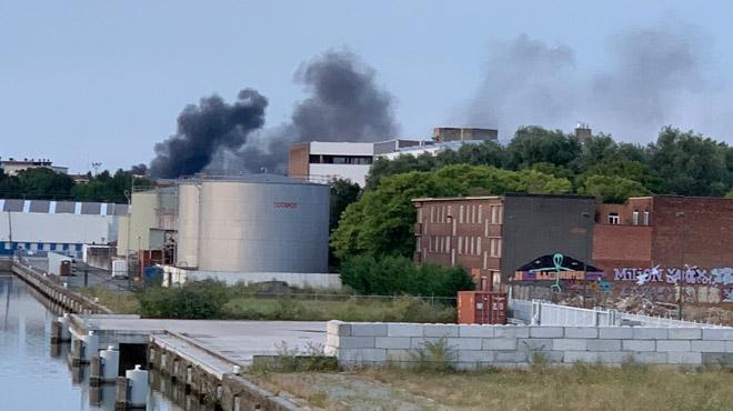 Une colonne de fumée s'élève à Anderlecht: un bâtiment en proie aux flammes (photos)