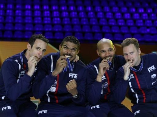 Escrime: les quatre Français champions du monde par équipes en bref