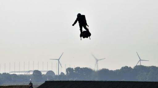 Traversée de la Manche en Elyboard: échec du Français Franky Zapata, tombé en mer