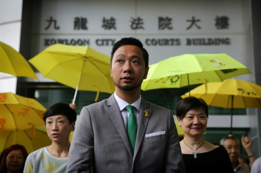 Passage à tabac à Hong Kong: condamnations de policiers annulées ou réduites