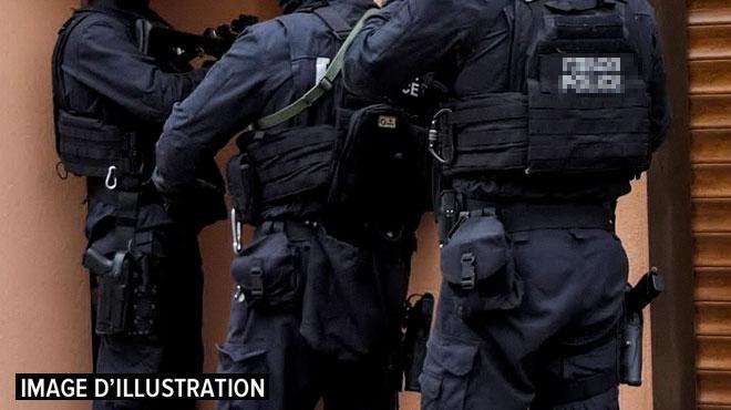 En France, le RAID appelé en renfort pour un homme, qui se trouvait en fait... au commissariat