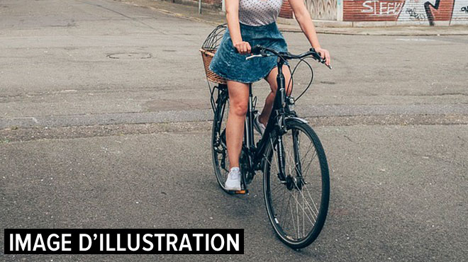 Une jeune fille qui se rendait à vélo à une fête percutée par une voiture à Bouwel: ses jours sont en danger