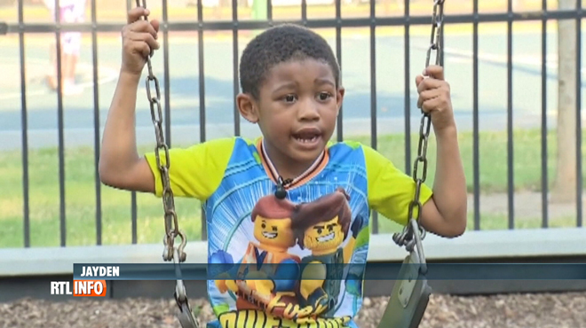 Un garçon de 5 ans sauve toute sa famille d'un incendie: