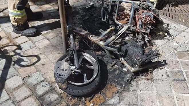 Un vélomoteur électrique a pris feu à Schaerbeek (photo)