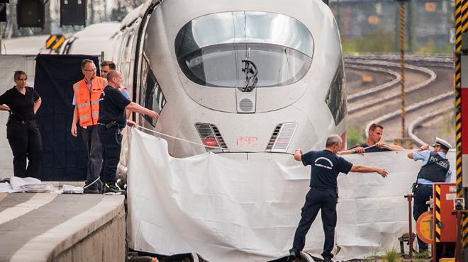 L'homme qui a tué un enfant de 8 ans en le poussant avec sa mère devant un train en marche était déjà recherché en Suisse