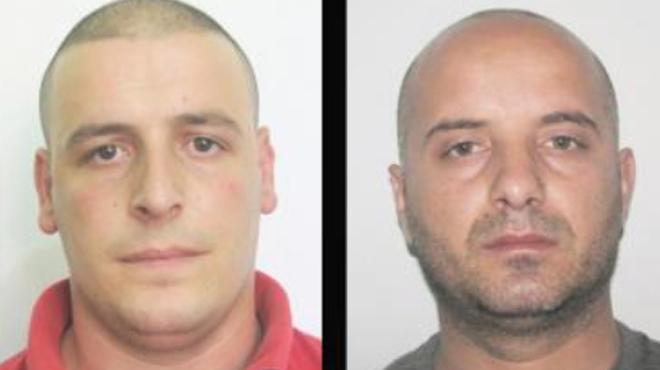 Ces deux suspects sont recherchés par la police après la découverte de plusieurs millions d'euros dissimulés dans des voitures