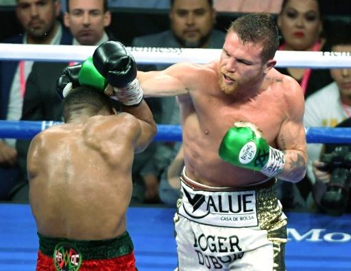 Boxe: Alvarez perd sa ceinture mondiale IBF après l'échec des négociations pour la défense de son titre
