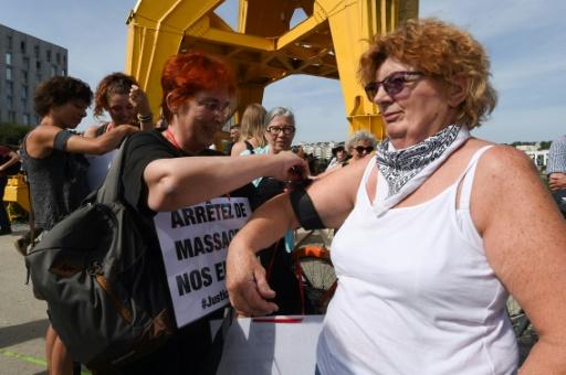 Début du rassemblement pour Steve à Nantes: plusieurs centaines de personnes à la grue jaune
