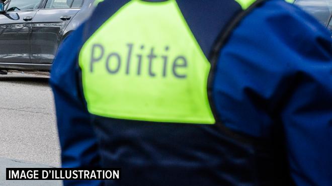 Un conducteur ivre emboutit plusieurs véhicules avec sa BMW à Anvers