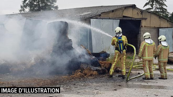 Incendie dans un hangar agricole à Neuville: