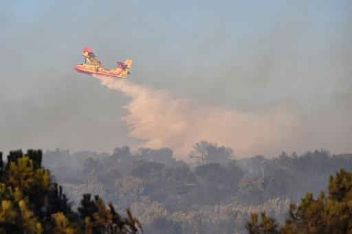 Huit Canadairs luttent contre deux incendies dans le sud de l'Ardèche
