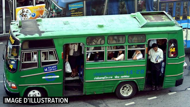Un enfant de 6 ans laissé dans un bus meurt par suffocation au Vietnam