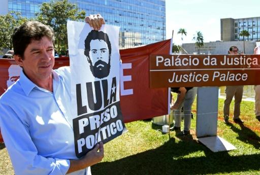 Brésil: le transfert de prison de Lula suspendu par la Cour suprême