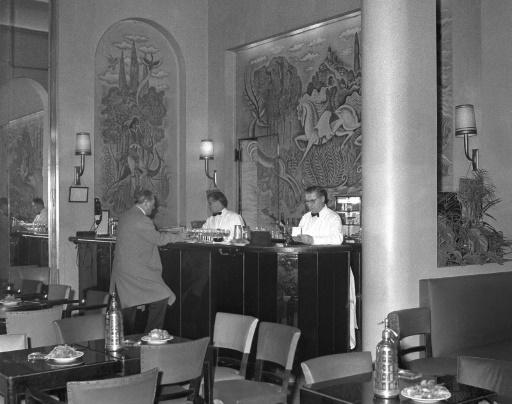 Hemingway libère le bar du Ritz, à Paris: une si jolie légende