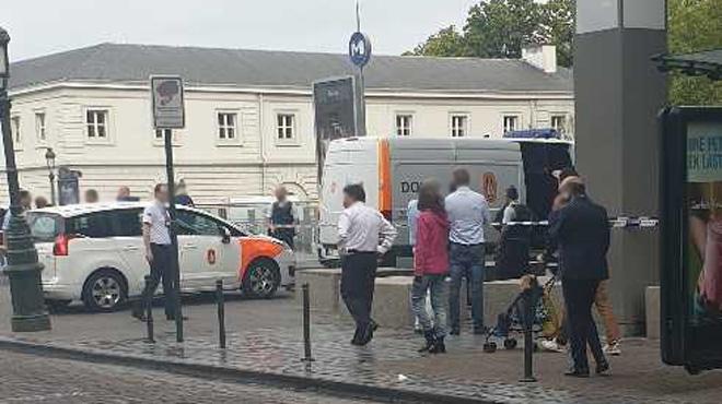Important déploiement de police à Ixelles: un colis suspect