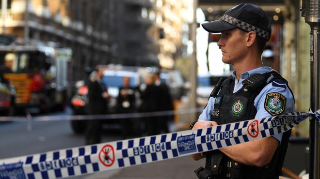 Attaque au couteau à Sydney: une femme poignardée, l'arrestation de l'assaillant filmée