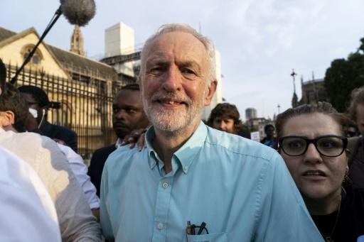Le Labour veut évincer Boris Johnson pour contrecarrer un Brexit dur