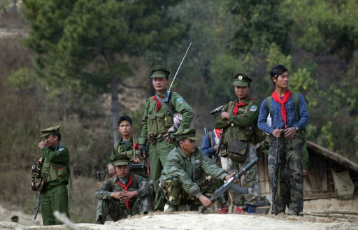 Birmanie: des groupes rebelles attaquent une école militaire dans l'est du pays, un mort