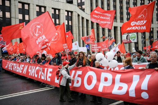 A Moscou, communistes et libéraux manifestent pour des