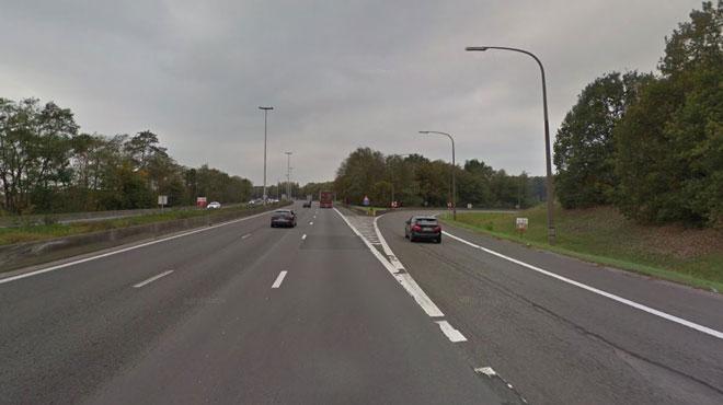 Une heure de files sur l'E19 près de Mons après un carambolage entre une voiture, un mobil-home et un camion