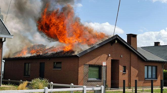 Un incendie ravage une maison à Courcelles:
