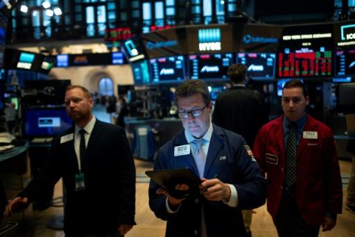 Wall Street clôture en hausse, tablant sur des mesures de relance et une accalmie commerciale