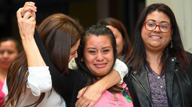 Evelyn Hernandez risquait la prison pour le meurtre de son bébé mort-né: elle a été acquittée