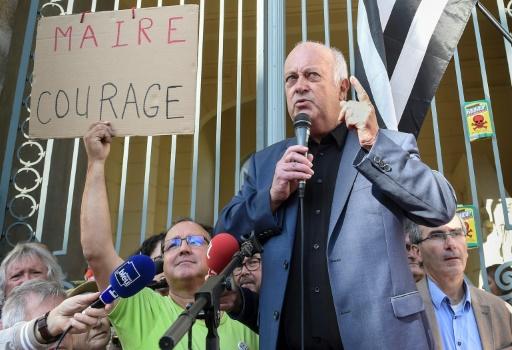 Rennes: plusieurs centaines de personnes en soutien à un maire auteur d'un arrêté anti-pesticides