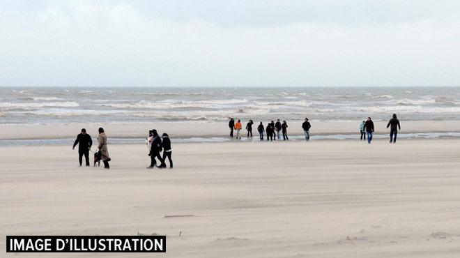 Alors qu'elle cherchait son mari sénile sur le front de mer à Coxyde, une touriste française se voit dérober son sac à main