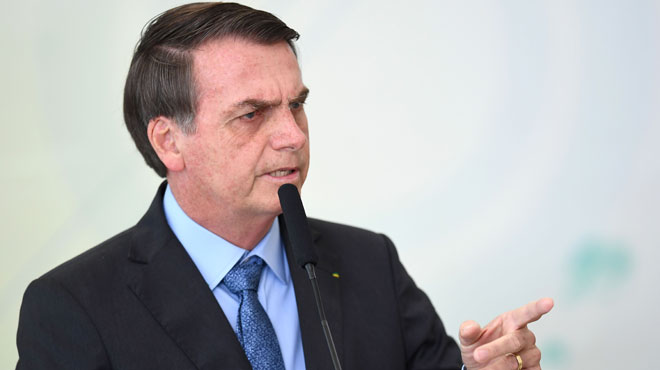 Incendies en Amazonie: le président brésilien Bolsonaro, sous pression, pense envoyer l'armée