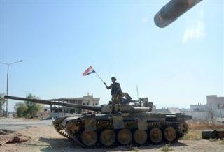 Le régime syrien poursuit son offensive, masse des renforts à Idleb