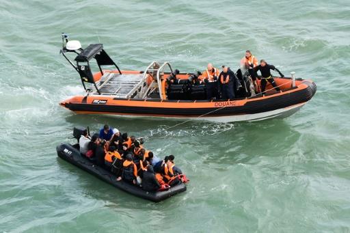 Traversée de la Manche: opération de secours pour 25 migrants au large de Calais