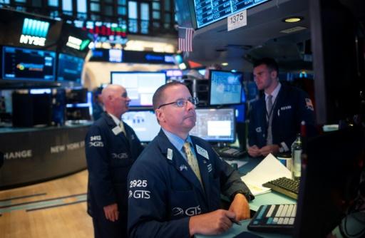 Wall Street en ordre dispersé, les signes de récession se multiplient