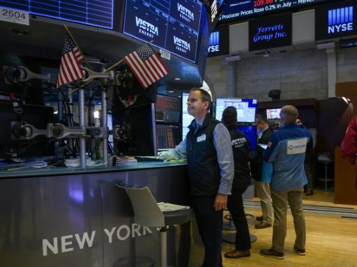 Wall Street clôture dans le vert avec le rebond du pétrole et l'apaisement commercial