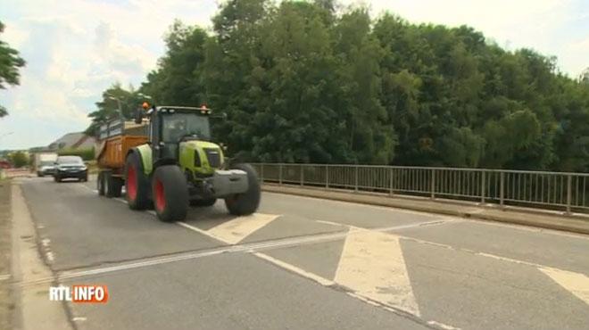 Des tracteurs à 30km/h qui côtoient des voitures à 120 km/h, c'est bientôt de l'histoire ancienne sur la RN 25: les agriculteurs sont mécontents!