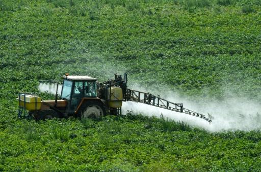 Pesticides: l'Etat imposera des