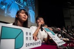 Hong Kong: Joshua Wong et Agnes Chow liberés sous caution