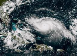L'ouragan Dorian renforcé en catégorie 4, les Bahamas se préparent