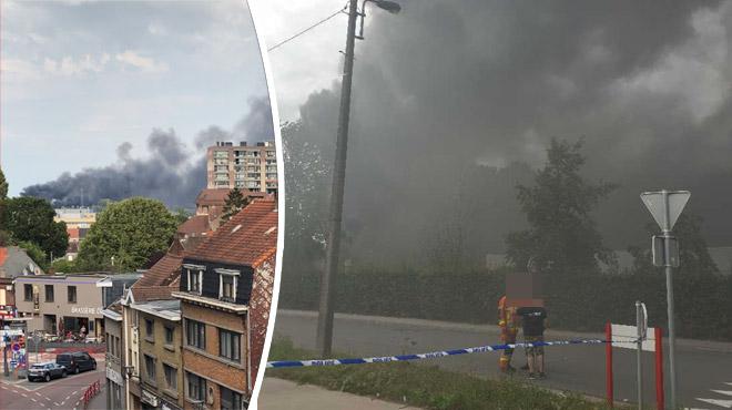 La déchetterie de Mouscron en proie aux flammes: des pompiers envoyés ce samedi soir pour prendre la relève