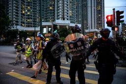 Les manifestants ciblent l'aéroport à Hong Kong, une quizaine de vols annulés